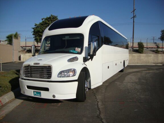 2020 Freightliner Executive Bus Builders SuperCoach 45 XL Front View